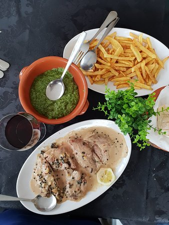 Comida tradicional portuguesa num local onde as marisqueiras são mais que muitas. A repetir com toda a certeza