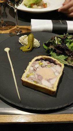 Pâté en croûte aux quatre viandes et foie gras