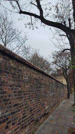 Romische Stadtmauer