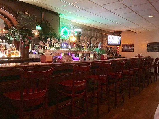 New Haven, IN: Trion's Bar