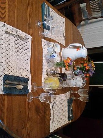 Senatobia, MS: Breakfast in the Parlor
