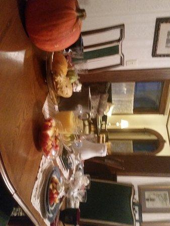 Senatobia, MS: Breakfast for 4 in the Parlor