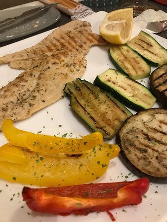 Barcollo Oscar: Grilled chicken and grilled vegetables