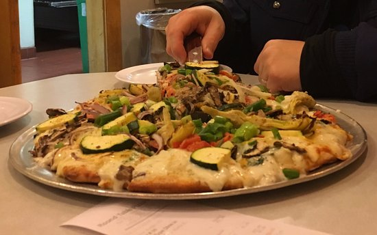 Round Table Pizza Mission Street San Francisco Excelsior Photos Restaurant Reviews Order Online Food Delivery Tripadvisor
