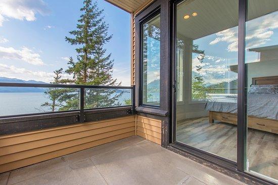 Main Residence Bathroom. - Photo de The Lodge on Harrison Lake, Harrison Hot Springs
