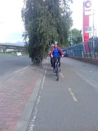 Bogota, Kolombia: Minha irmã puxando a fila, na ciclovia