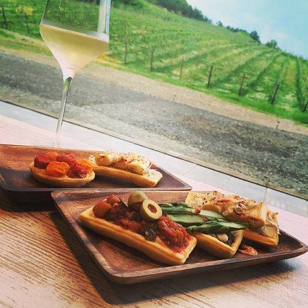 Niki-cho, Япония: ワイン畑をバックにランチ