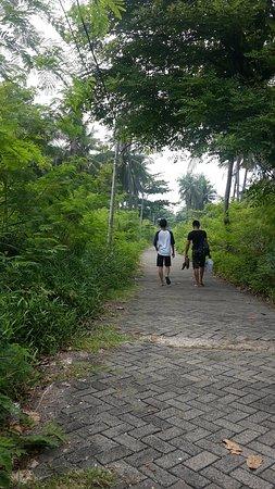 Tidung Island: Walking around the quieter Tidung Kecil (?).