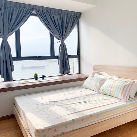 Country Garden: Seaview condominium. 5 stars living experience with affordable price. Whatsapp +601110737013 or survey here https://www.airbnb.com/rooms/30548298?guests=1&user_id=221702700&ref_device_id=37e40d28a4fdefdb