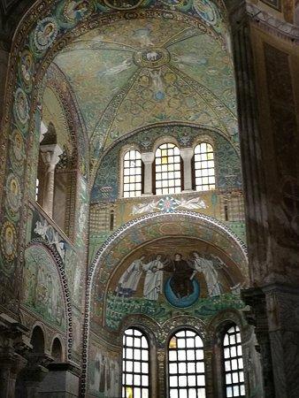 Basilica San Vitale Photo