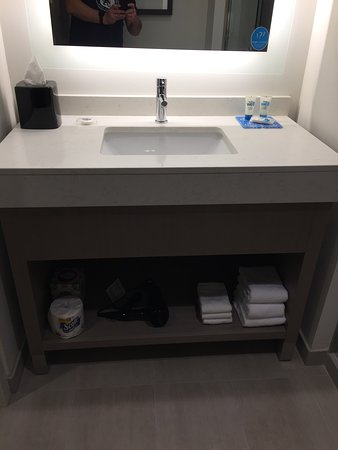 Hyatt House Provo / Pleasant Grove: Bathroom