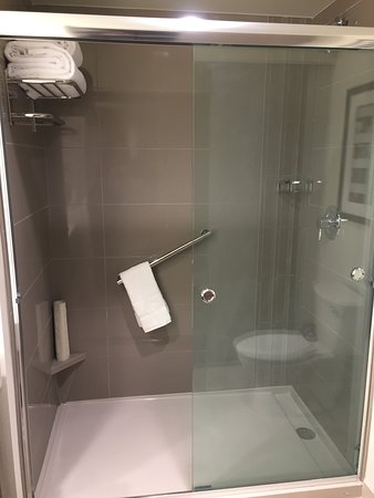 Hyatt House Provo / Pleasant Grove: Shower