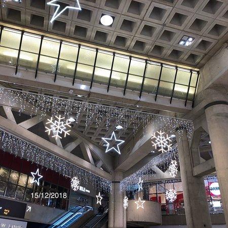 Le Forum des Halles pavoisé et scintillant pour les fêtes de fin d'année