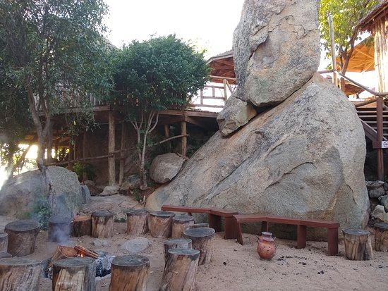 Iringa Sunset Hotel: mid level deck with fire pit