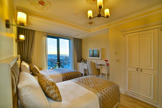 Yilsam Sultanahmet Hotel: Family room / historical and sea view