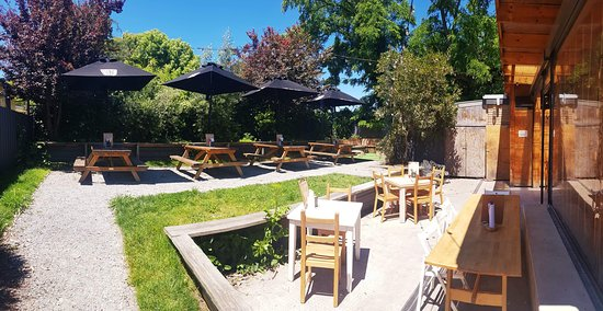 Trulli Woodfire Pizzeria: Garden area