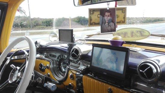 VC Tours: Armaturenbrett des Oldmobiles