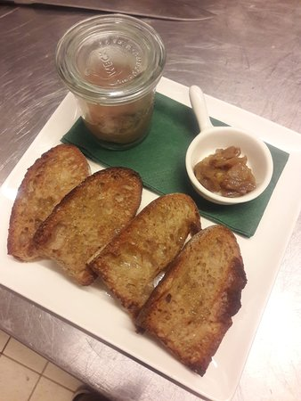 Patè locanda with caramelized shallot and toasted bread