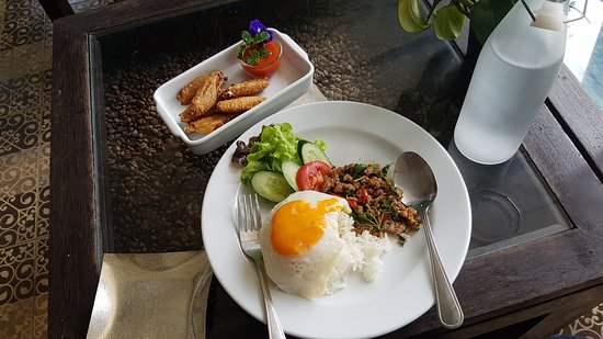 Art Roastery Coffee: Basil Minced Pork with Rice and Fried Egg