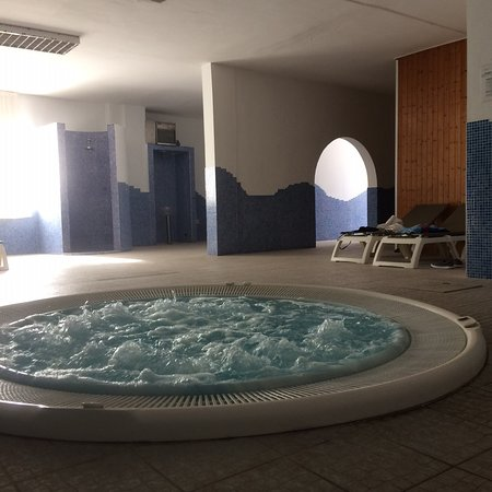 Jacuzzi that can be hired for personal use for 5 euros per person per hour