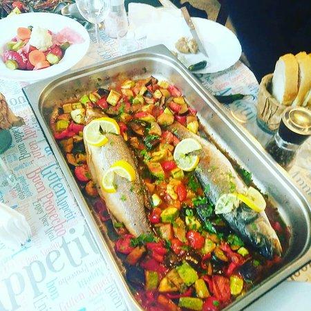 🍴 O #Duminica superba cu #LupDeMare cu #legume la #cuptor, #platou cu #FructeDeMare la #gratar 😀 Va așteptăm #LaTartine #Cotroceni