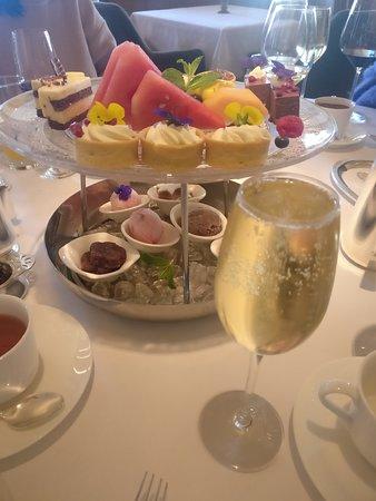 Nicholini's, Conrad Hong Kong: Dessert & champagne