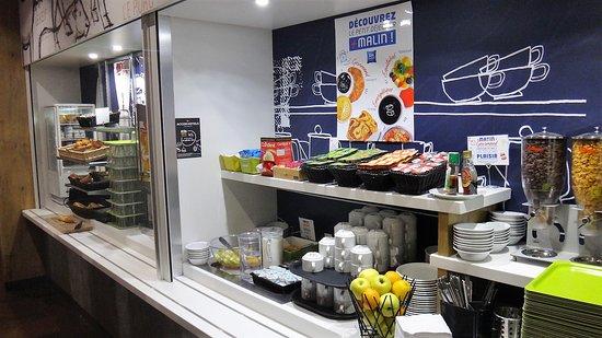 Ibis Budget Limoges: l'entrée de l'espace self petit déjeuner