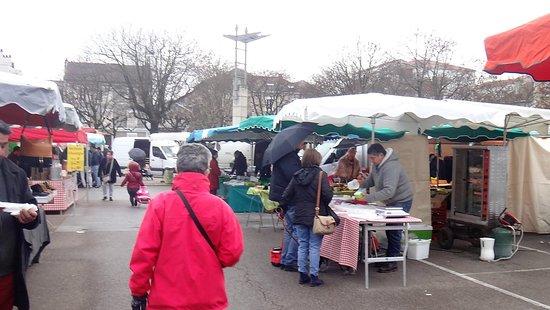 Ibis Budget Limoges : bienvenue au marché Marceau à quelques encablures de l'hôtel, marché ouvert le samedi matin