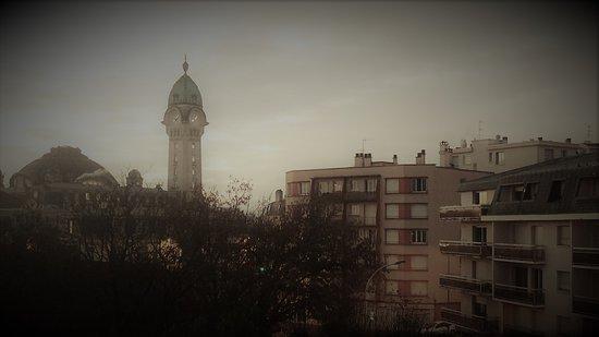 Ibis Budget Limoges : vue depuis la chambre, le jour se lève sur la plus belle gare de France.