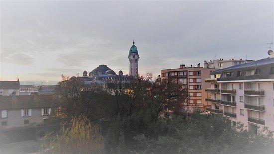 Ibis Budget Limoges : la gare des Bénédictins vue depuis notre chambre.