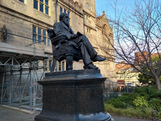 Shrewsbury, UK: Darwin on his Marble Plinth
