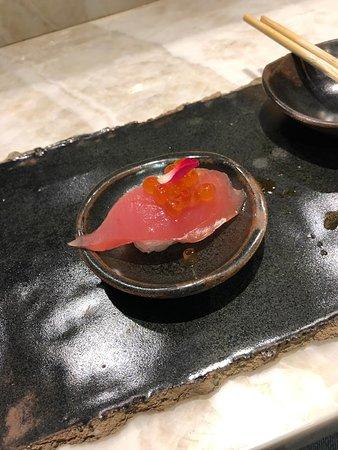 LIVING LOUNGE BAR & SUSHI: Atum com ovas.
