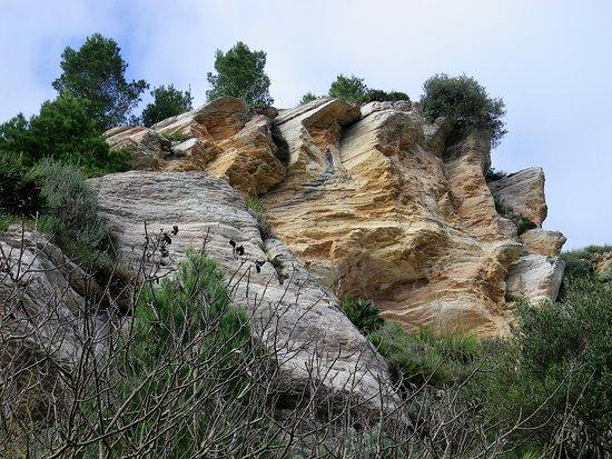 Cooperativa Silene - Day Tours: Formazioni rocciose lungo il sentiero del ritorno.
