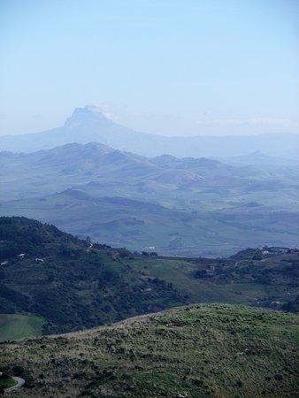 Cooperativa Silene - Day Tours: Forme in movimento, sfumature di colore, dal monte Pispisa.