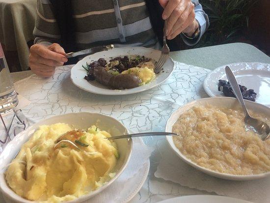Heiligenberg, Deutschland: Delicious Schlachtplatte - with potato mash and sauerkraut