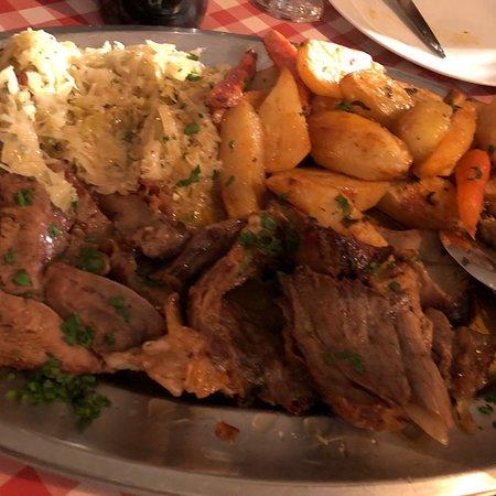Ostarija u Vidjakovi : Octopus stew, cuttlefish with beans and roasted shank... great lunch...