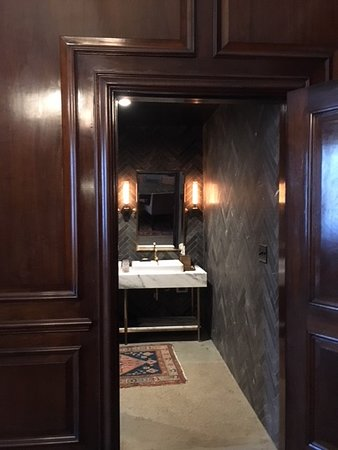 Detroit Foundation Hotel: Entry spacious & well-appointed bathroom Commissioner's Suite