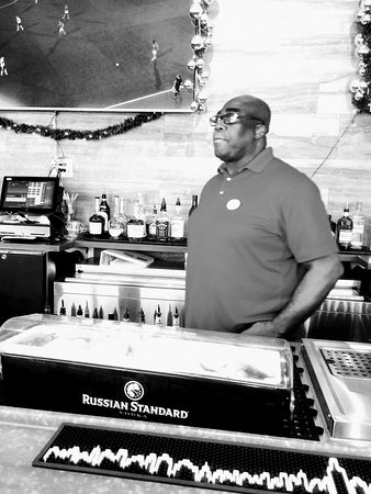 Avanti Palms Resort and Conference Center: Bartender extraordinaire