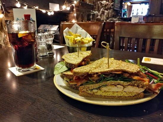 Lamb Inn : Chicken Club Sandwich Lunch - The Lamb Axbridge (11/Dec/18).