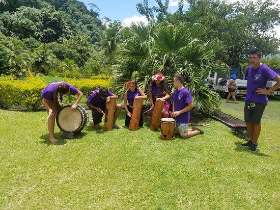 Único tour por la costa oeste de Tahití: auténtico y fuera de lo común: The drummers that played while the dancers performed.