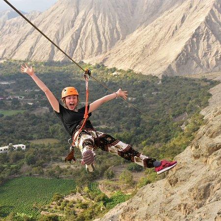 Canopy El  excitante deporte extremo en el valle de Lunahuaná: viajar por el aire