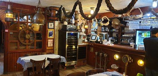The Last Refuge: Restaurant general view
