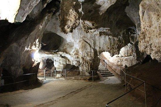 卡利亚里海岸游览:Zuddas洞穴的美丽