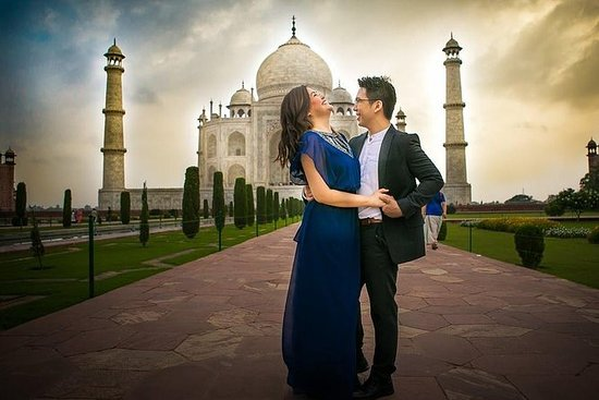 One Day Taj Mahal Tour from Delhi with...