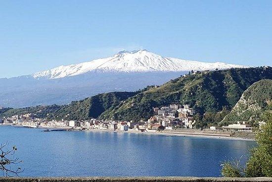 Etna et Taormina depuis le port de...
