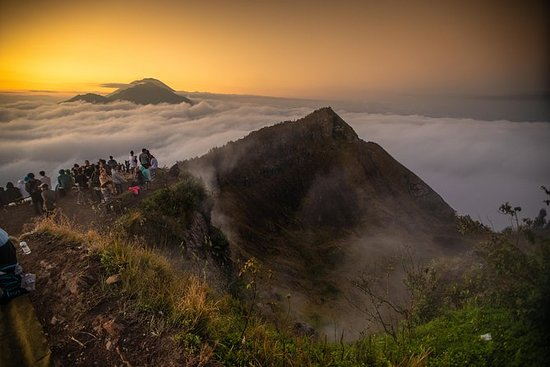 Sunrise Trekking at Mount Batur for Beginner (Private Group and...