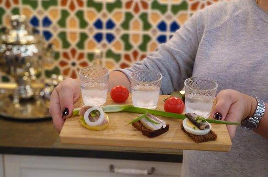 Wodka und traditionelle Snacks mit...
