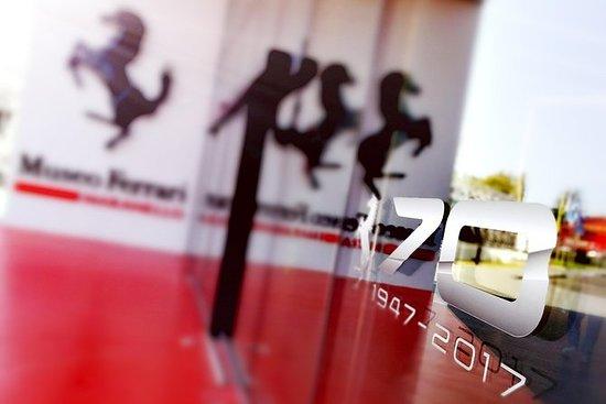 Inngang Ferrari Museum og F1 Simulator