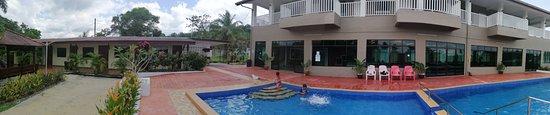 Kuala Sungai Baru, Malaysia: Nice and sparkling clean pool