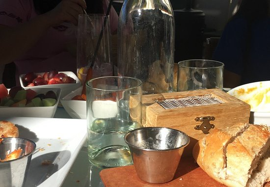 Rockwood Grill : appetizer (bread and butter)